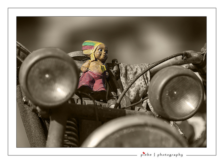 Indian motorfiets - Afgelopen zaterdag waren er in Lemmer o.a. oude motorfietsten te zien. Ik zag een hele oude Indian motor.... Het indiaantje trok m