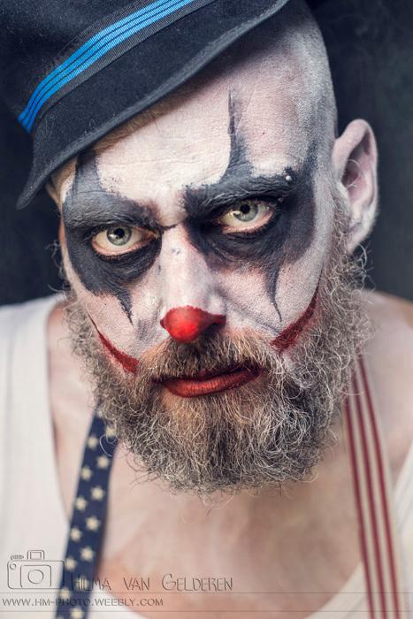 """Mijn schatje - Ik ben bezig met een serie met als thema """"scary clown"""", dit is 1 van de foto,s van de derde shoot die ik in deze serie gemaak"""