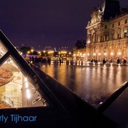 Binnen Louvre buiten