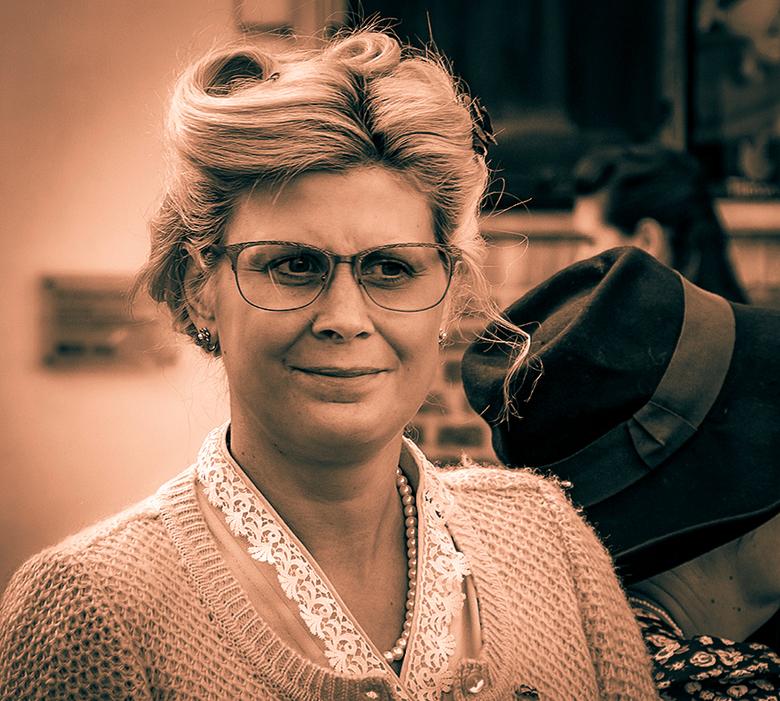 HASSELT BEVRIJDING 4 - Ook deze mevrouw was een van de figuranten op het bevrijdingsfeest in Hasselt