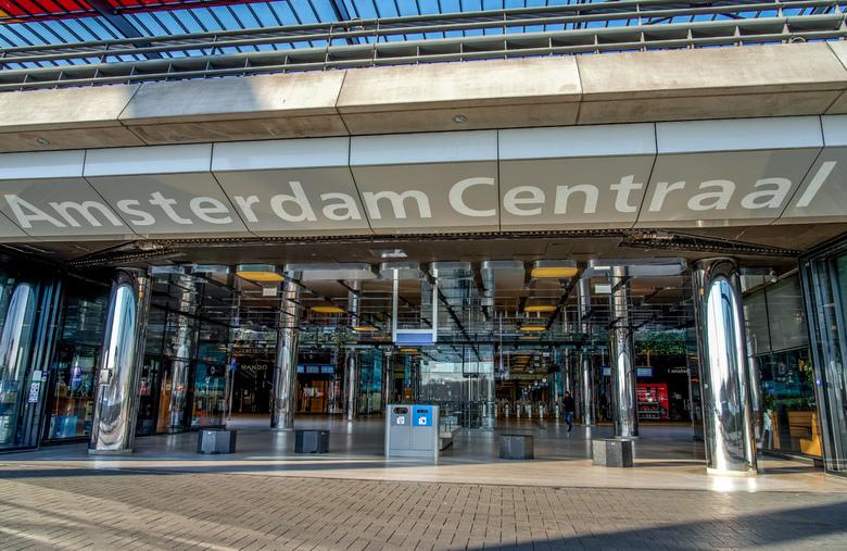 Amsterdam - Amsterdam Centraal station, uitgestorven. Waar gaat dit heen?