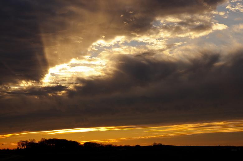 Zonsondergang omgeving Zutphen - Langs de IJssel heb ik deze foto nog kunnen maken van de ondergaande middagzon.