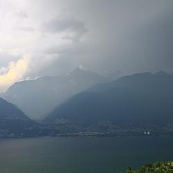slecht weer boven het Lago Maggiore