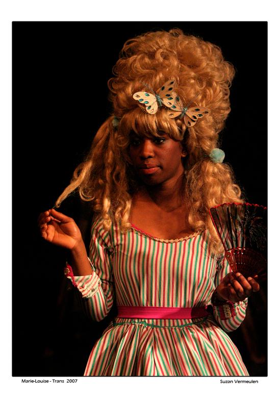 Marie-Louise speelt... - Ook Marie-Louise speelt in de theatervoorstelling De Neus van theatergroep Het Gezelschap te Hoorn.