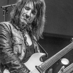 Ron 'Bumblefoot' Thal on tour in Holland
