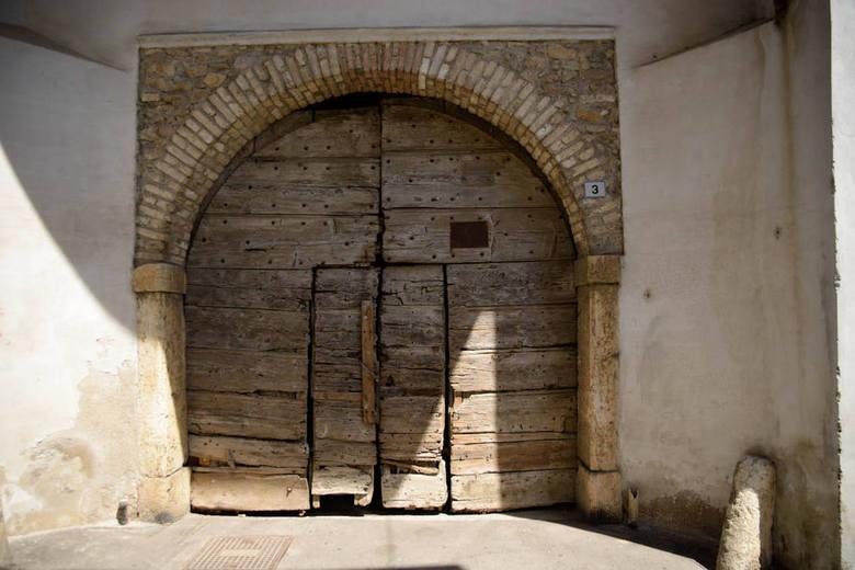 Oude deur in Salo - Mooi van Lelijkheid