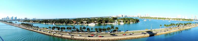 Panorama view Miami   - Uitzicht vanuit ons cruiseschip vanaf de vertrek plaats in Miami op naar een geweldige reis.