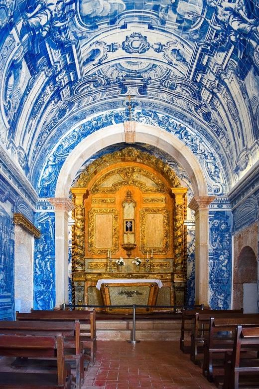 Heel klein kerkje in Portugal - Klein kerkje in een pousada, Fortaleza de S. Filipe, in Portugal.