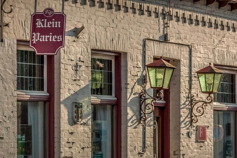 Klein Paries - Mijn dorp wordt soms Klein Paries genoemd ...