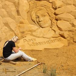 Zandsculptuur Amy Winehouse