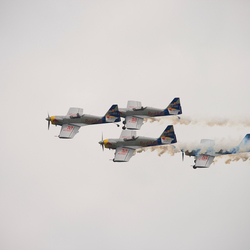 RedBull luchtshow tijdens Formule3 Masters