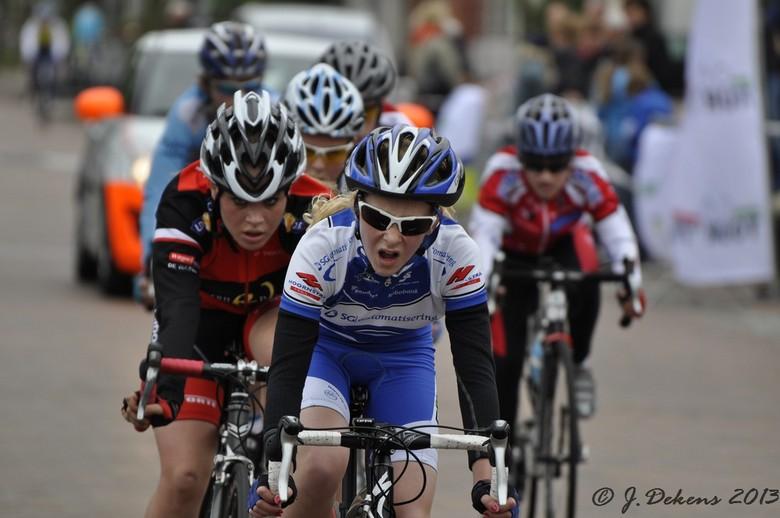 Wielerronde Sappemeer. - Wielerronde Sappemeer, zondag 26 mei 2013.<br /> Alle categorieën komen aan de start.<br /> Organisatie: Tour 75.