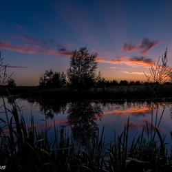Zonsondergang met reflectie.