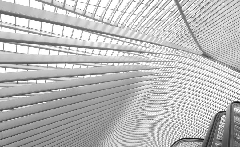 Lijnen  - Ongekend ..het  dak van het  Station..lijnen ,en nog eens  lijnen ..je kan helemaal los  daar