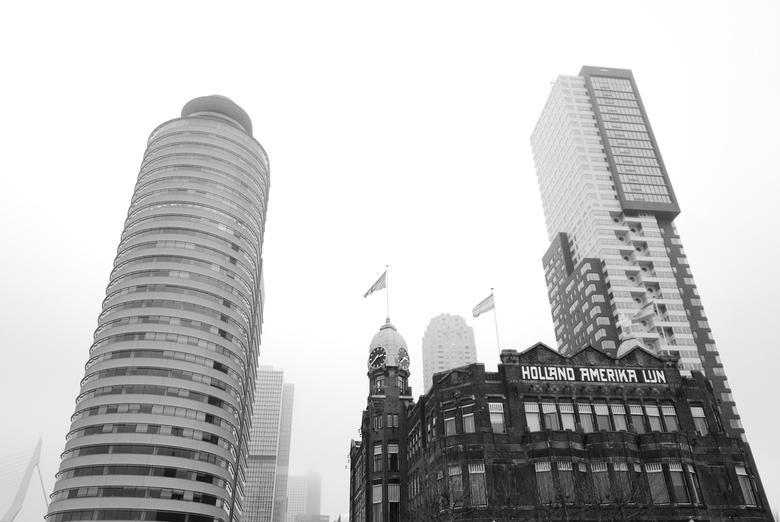 Rotterdam - Hotel New York - Zicht op hotel New York, iconisch gebouw van Rotterdam (links nog de Erasmusbrug zichtbaar).