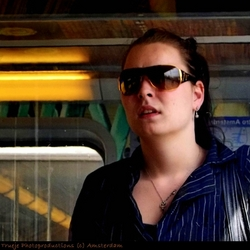 Meisje - Metro snapshot