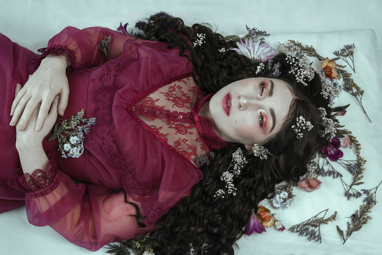 Ambrosia - © Loes Gorseling<br /> Model: Nomy van Neerijnen<br /> Make up: Fazilet Karacaer