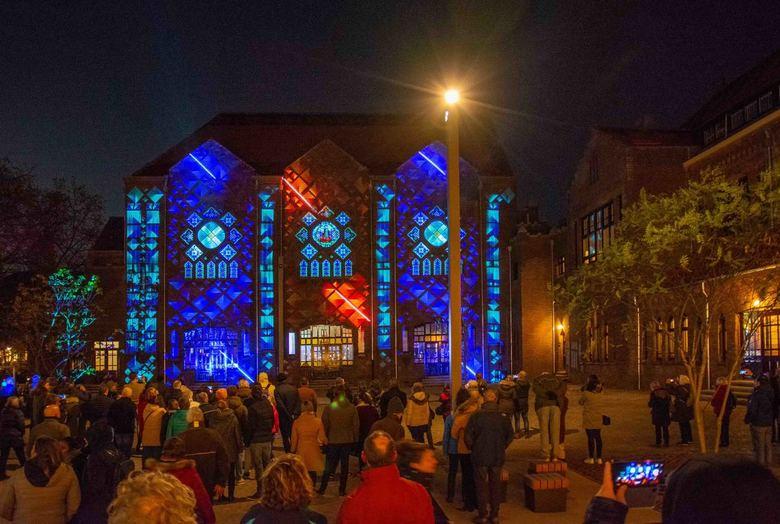GLOW 2019 – PROJECT 1 - TRIPTYCH METAPHOR LIGHT - Dit lichtkunstwerk is een drieluik dat op drie opeenvolgende locaties de metaphoren HEART, LIGHT en