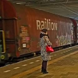 Wat doen mensen als ze op de trein wachten . . .