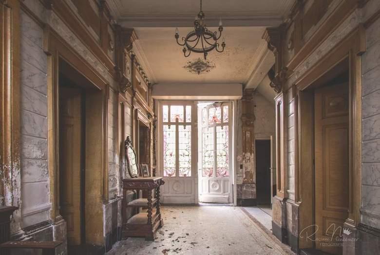 Forgotten memories - Een prachtige plek met prachtige oude deuren... Verlaten en vergeten...