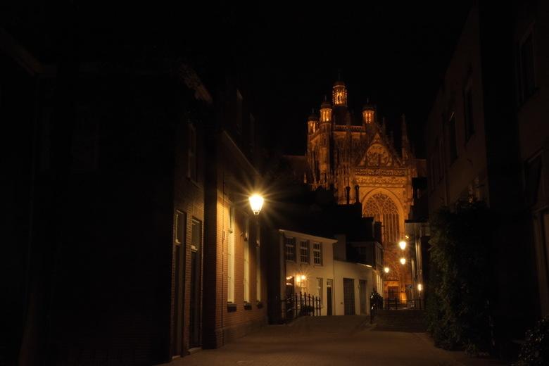 Sint Jan Den Bosch - In den Boerenmouw, een zijstraatje van de Hinthamerstraat. Een straatje met een rijk verleden, en zicht op de mooie Sint Jan. Aan