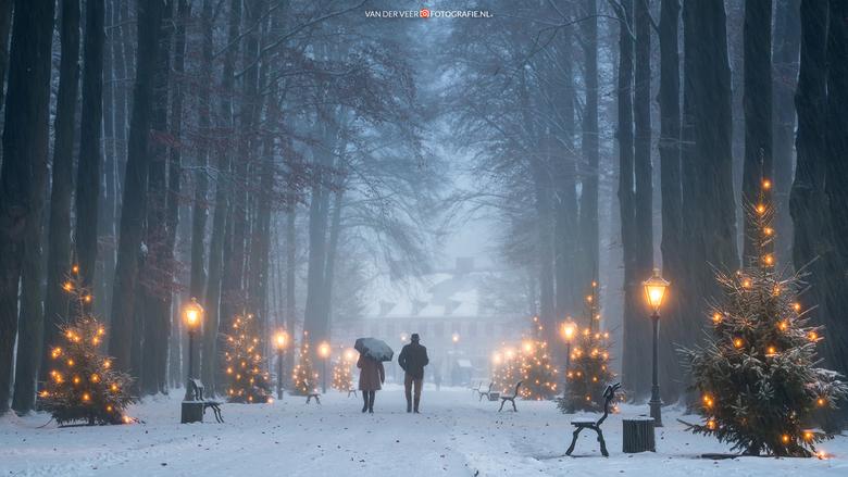Christmas Moods - Christmas Moods. Genomen tijdens een sneeuwbui vorig jaar deze tijd voor Paleis het Loo.<br /> <br /> Groeten Frederik<br /> Volg
