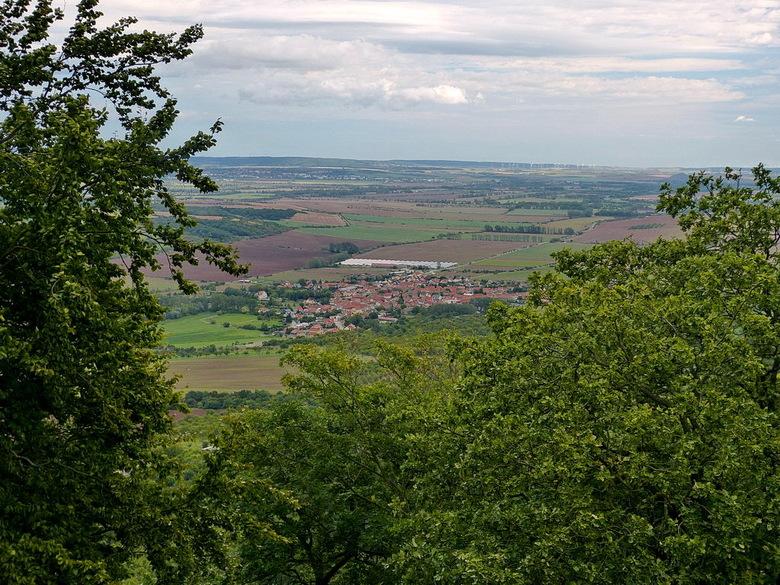 Uitzicht. - Uitzicht over het heuvel landschap van de Harz, vanaf het Kyffhäuser monument Duitsland.<br /> ook effies in het groot kijken scherper.<b