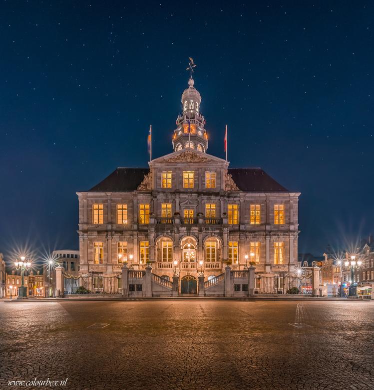Stadhuis Maastricht - Het stadhuis van Maastricht..<br /> <br /> Ik heb het stadhuis al vaker op de foto gezet maar nooit eerder meegemaakt dat alle