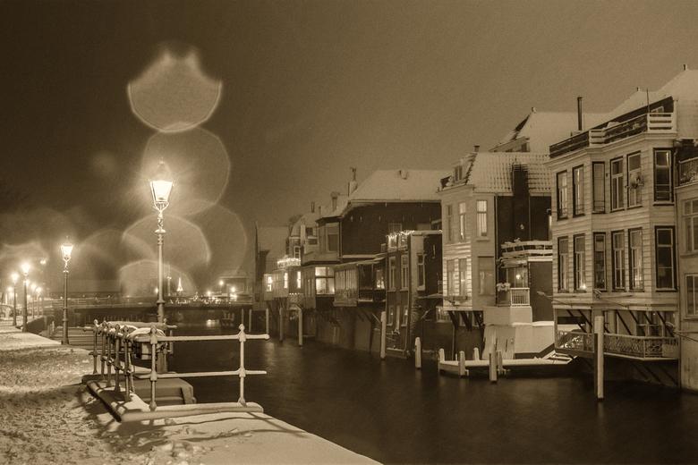 Lingehaven in de sneeuw - Tja als je overdag werkt, moet je 's avonds de sneeuwfoto's maar maken. Gelukkig is er binnen een straal van 500m
