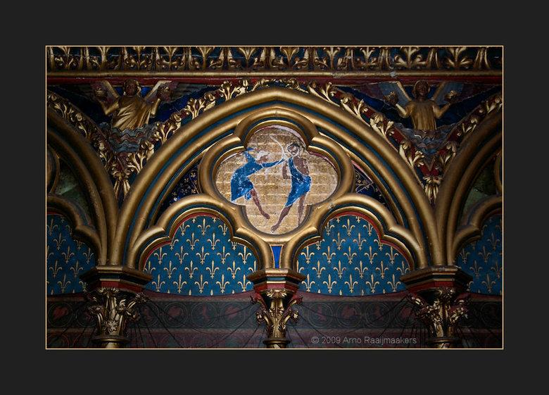 Parijs S-Chapelle5 - Sainte Chapelle: Schitterende kerk met bijzonder fraai licht door het glas in lood (als de zon tenminste wil schijnen... het rege