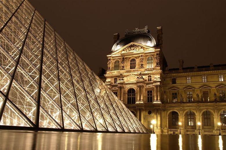 Het Louvre - Parijs 2009 - 6 - 0,77 sec. - f 2.8 - 100 Iso