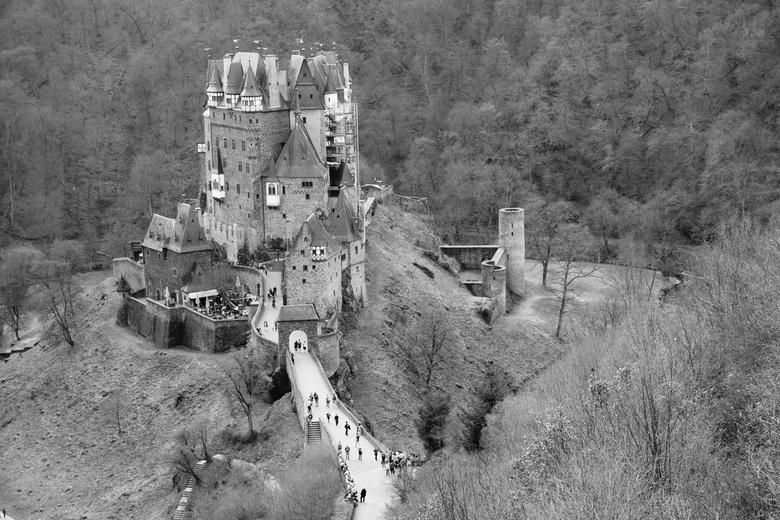 """Burg Eltz - Duitsland - Zicht op """"Burg Eltz"""" een prachtig kasteel in Duitsland (Moezel)."""