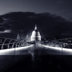 Millenium Bridge - St. Paul's cathedral