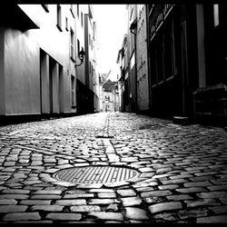 An arrow alley