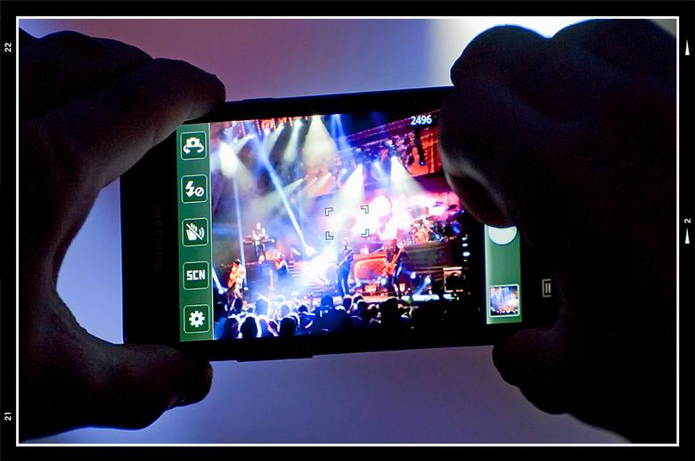 PCL 2012-30 - Fotograferen en optredens hebben een haat liefde verhouding. Vaak mag je er alleen maar fotograferen wanneer je geacrediteerd bent en vo