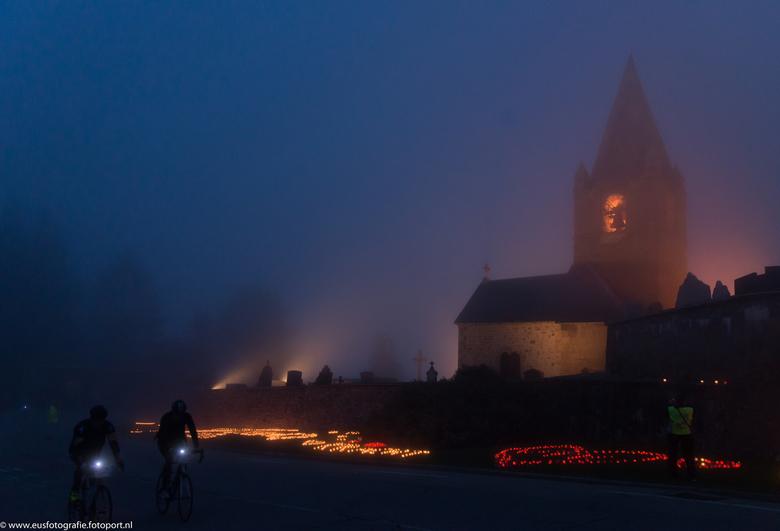 Bocht 7 - <br /> Bocht 7<br /> <br /> Afgelopen donderdagochtend kort voor zonsopgang: de Alpe d&#039;Huzes fietsdag is gestart. Fietshelden zijn a