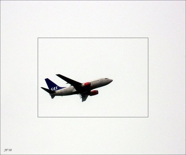 vliegtuig - vanuit mn tuin.leiden<br />