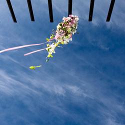 Bruidsboeket in de lucht
