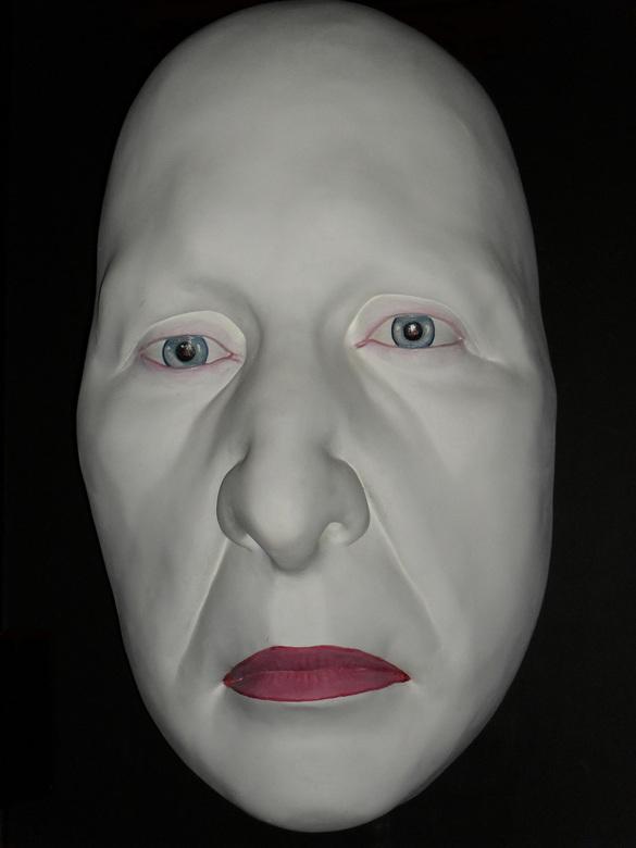 white in black - groot masker in wax museum te dublin