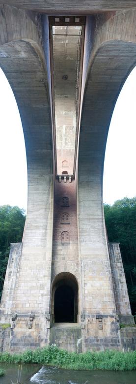 Under the bridge - Net terug van een weekje Duitsland.<br /> beetje gestoeid met het maken van pano&#039;s. Kwa kleur niet echt een topper<br /> maa