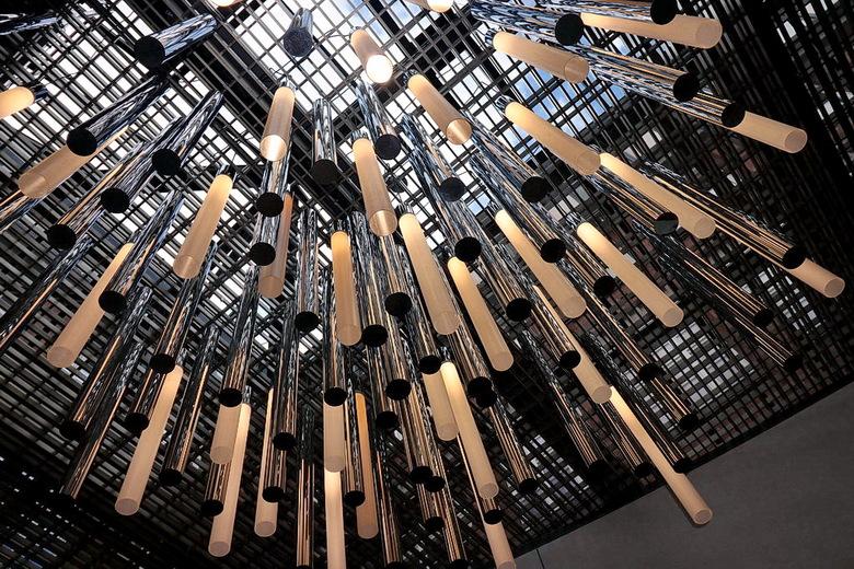 Plafond licht. - In een winkelcentrum in München Duitsland.<br /> <br /> 14 juni 2018<br /> Groetjes, Bob.