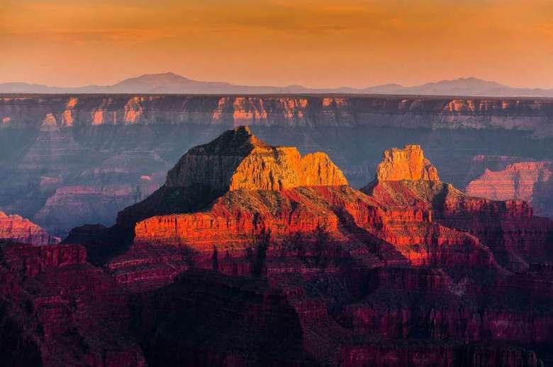 The King of Nature - USA - Grand canyon North Rim. <br /> <br /> Even wachten tot de zonsondergang voorbij is en dan genieten van een magisch moment