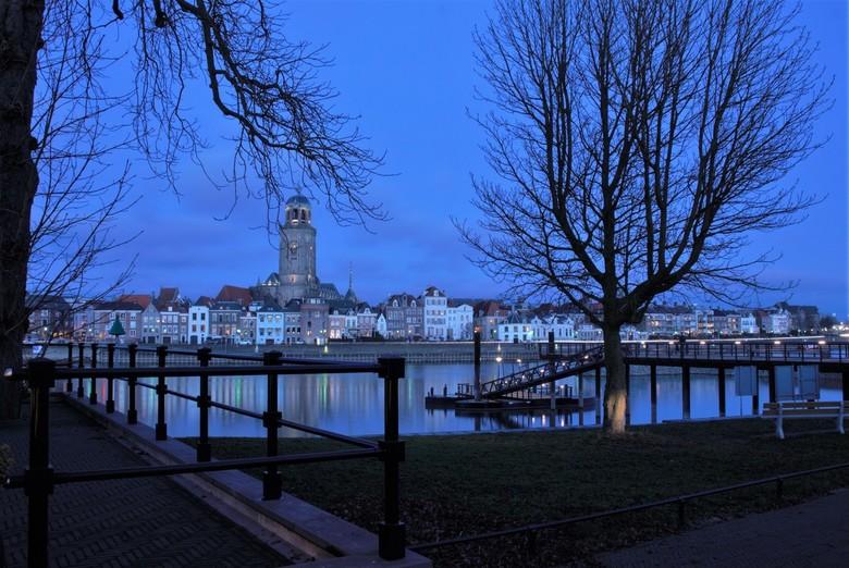 Deventer - Het is alweer eventjes geleden dat ik een foto heb gepost. <br /> Hierbij een foto van Deventer gemaakt in het blauwe uurtje.