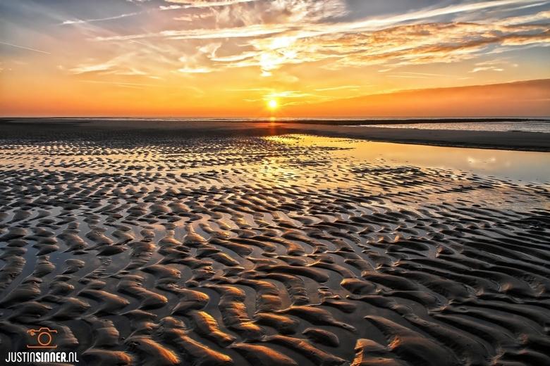 Zonsondergang op het strand van Texel.