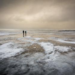 wandelen op het bevroren meer
