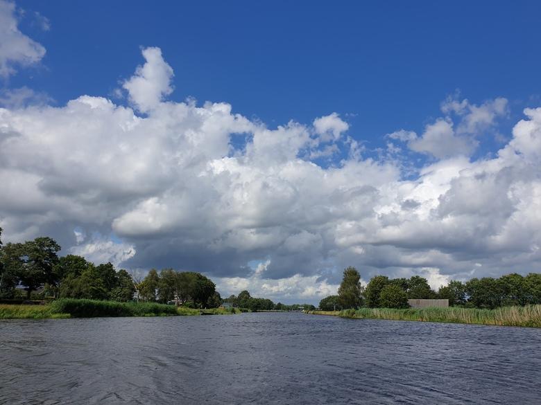 Wolken - op een bankje zitten  en genieten van dit uitzicht.Vooral genieten van de luchten gr Betz