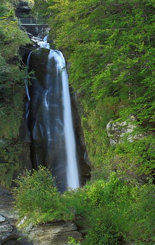 Reichenbachfall 2 - Het bovenste deel van de waterval, genomen bij het uitzichtpunt. De volgende foto&#039;s zijn genomen vanaf het bruggetje.<br />