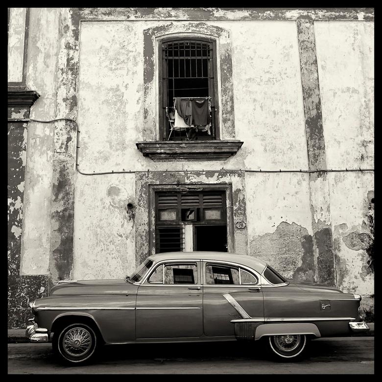 American Car II Havanna - Vanwege de reflectie in de autoruiten vind ik dit zelf een mooie plaat. Hasselblad, Havanna, Cuba, 1993