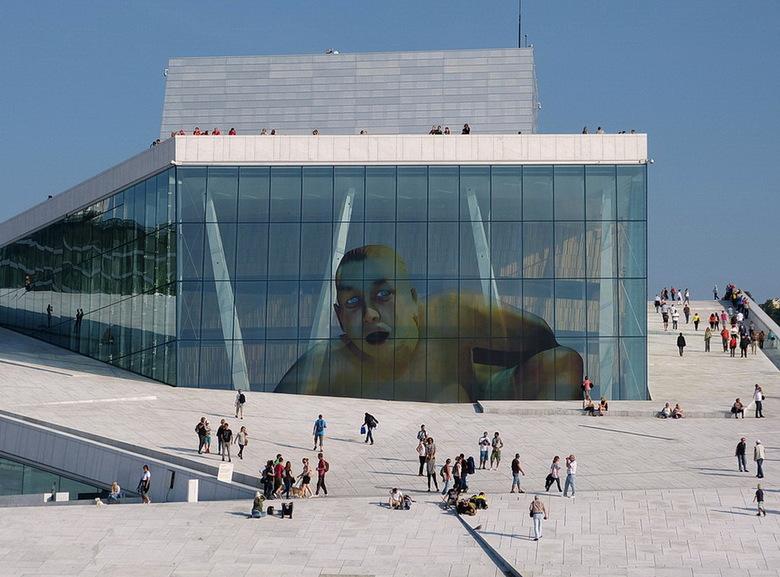 Operahuis Oslo. - Operahuis Oslo Noorwegen.<br /> Dat aan alle kanten te bezichtigen is en te beklimmen tot op het dak aan toe.<br /> Even groot ko