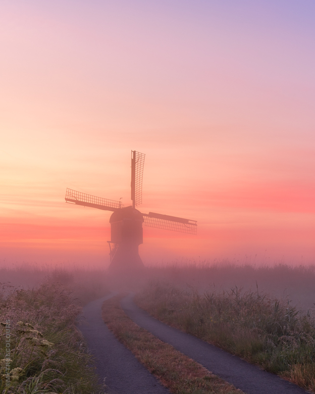 Misty Sunrise Streefkerk - At 03:50 AM I turned on the navigation on my phone and hopped on my ebike. The bicycle ride was quite dangerous since I cou